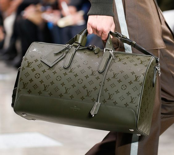 Louis Vuitton Debuts New Monogram Eclipse Çanta.jpg